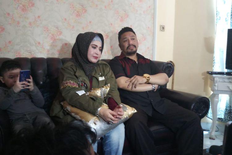 Wirdha Sylvina dan suamiya, Zecky Alatas saat ditemui di kawasan Otista, Jakarta Timur, Sabtu (28/12/2019).