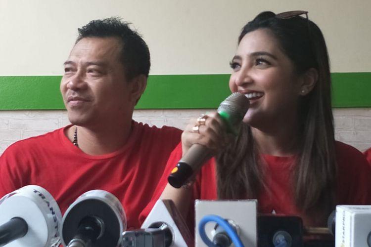 Anang Hermansyah dan Ashanty saat ditemui dalam acara pembukaan Outlet Ayam Asix ke-8, di kawasan Braja Mustika, Bogor, Jawa Barat, Sabtu (2/1/2019).