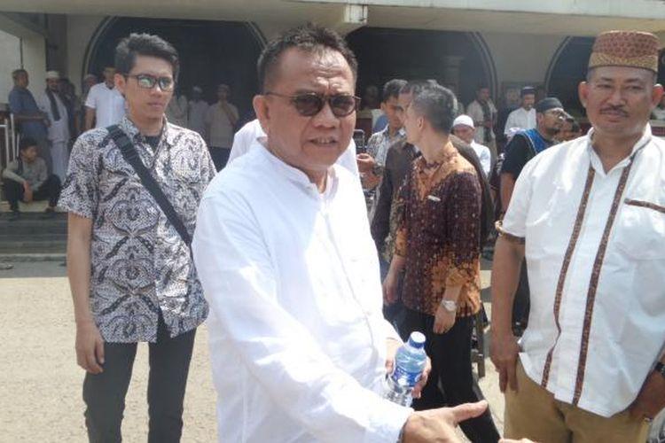 Jumat (13/5/2016), Wakil Ketua DPRD DKI M Taufik menyambangi Masjid Luar Batang di Penjaringan, Jakarta Utara. Kedatangan Taufi ke Luar Batang untuk memberikan dukungan moril bagi kampung yang rencananya akan digusur oleh Pemprov DKI