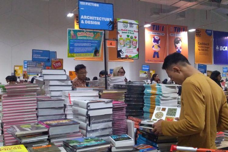 Buku yang berbau creative design, arsitektur, art, dan fotografi sangat diminati di Big Bad Wolf (BBW) Bandung.