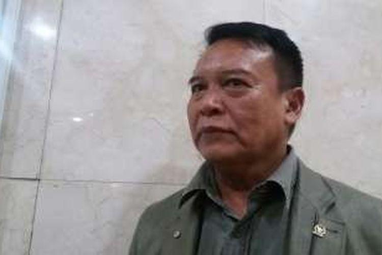 Wakil Ketua komisi I DPR, TB Hasanuddin di Kompleks Parlemen, Senayan, Jakarta, Kamis (25/2/2016)