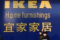 Perempuan Bugil Asyik Berbelanja di IKEA Beijing