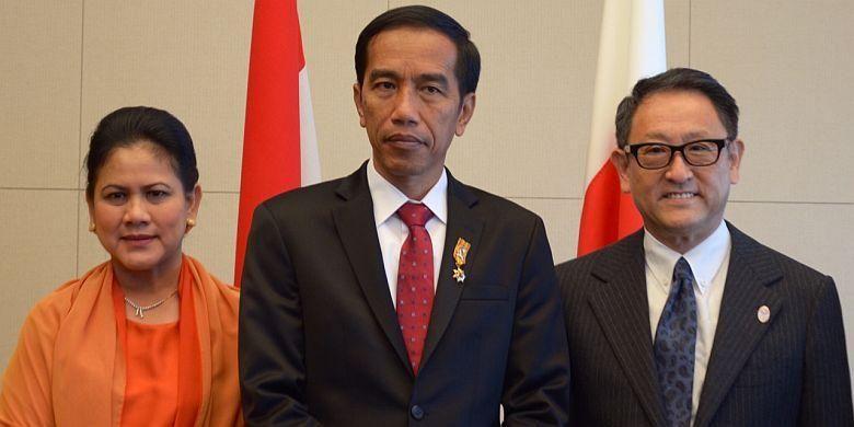 Presiden RI Joko Widodo bersama Ibu Negara, Iriana, dan Presiden Toyota Akio Toyoda