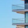Cara Merawat dan Membersihkan Pagar Balkon yang Terbuat dari Kaca