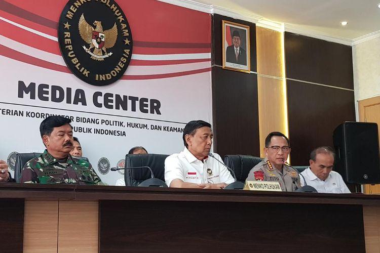 Kapolri Jenderal Tito Karnavian saat memberikan keterangan pers di Kementerian Politik, Hukum, dan Keamanan, Kamis (26/9/2019).