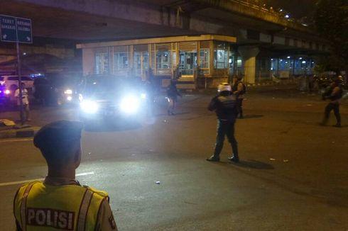 Video: Korban Bom Kampung Melayu Berbaju Polisi Tampak Dievakuasi