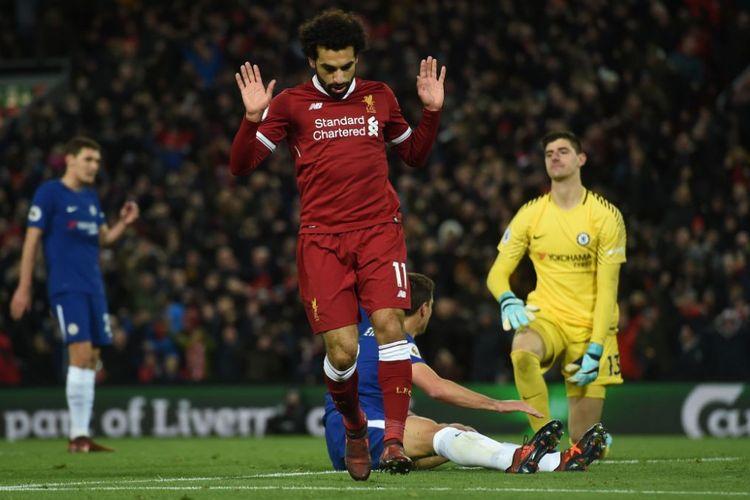 Penyerang sayap Liverpool, Mohamed Salah, enggan melakukan selebrasi berlebihan seusai menjebol gawang mantan klubnya, Chelsea, pada pertandingan Premier League di Anfield, Sabtu (25/11/2017).