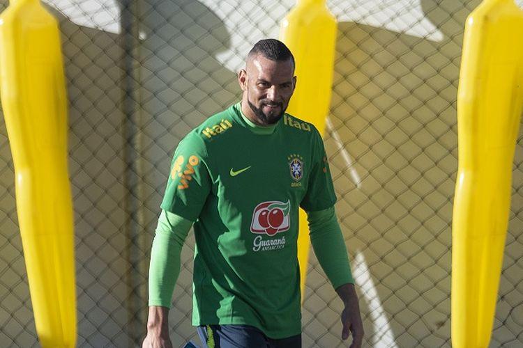 Kiper tim nasional Brasil, Weverton.