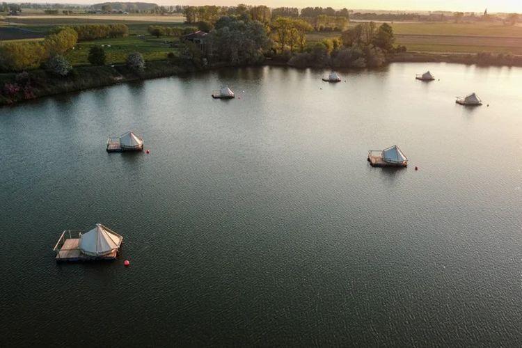 Vlotcamp, hotel rakit di tengah Danau Flanders Belgia