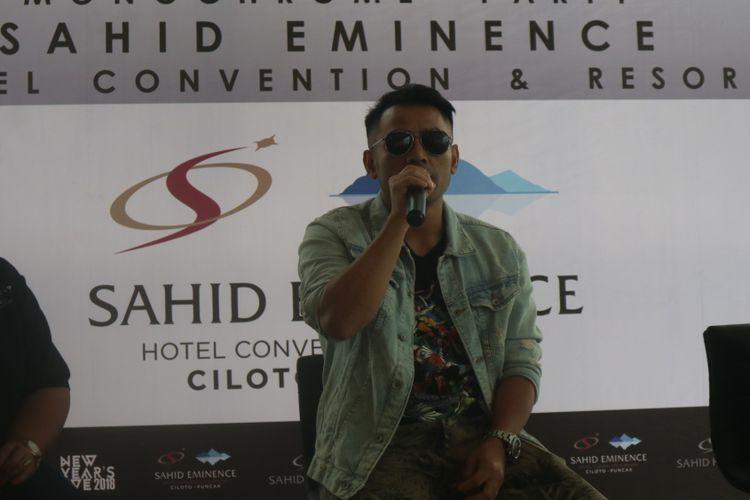Penyanyi Judika Nalon Abadi Sihotang saat konferensi pers perayaan tahun baru 2018, di Sahid Eminence Hotel Convention & Resort Ciloto, Puncak, Sabtu (30/12/2017).