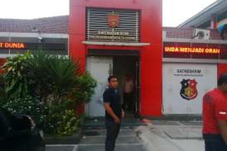 Direktur PT Pelindo III diperiksa di ruang Satreskrim Polres  Tanjung Perak Surabaya, Selasa (1/11/2016)