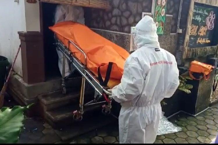 Jenazah NAS (53) yang dikenal sebagai saudagar tembakau asal Lombok Timur, ditemukan tewas dalam. kamar hotel di Cakranegara, Kota Mataram, Jumat (30/10/2020).