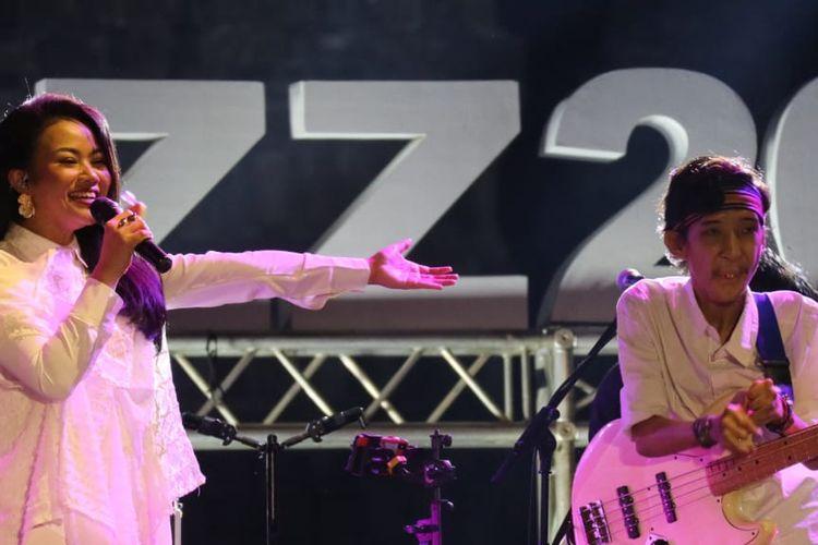 Penyanyi Yura Yunita dan Yuri Ramadhan di Prambanan Jazz 2019, Sabtu (6/7/2019).