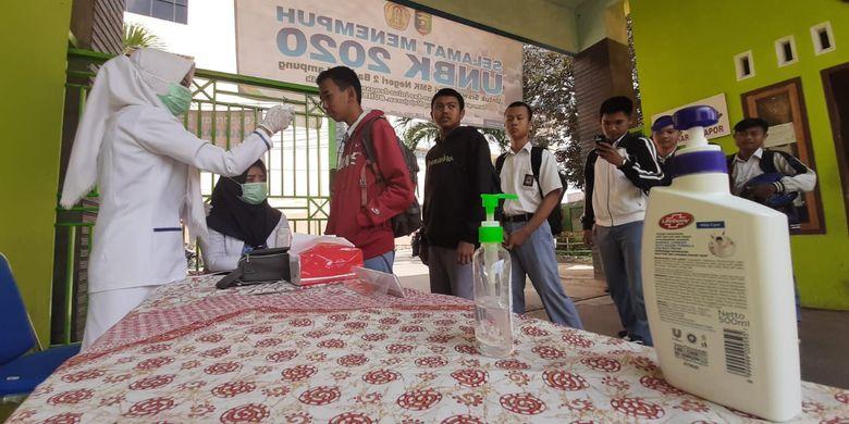 Siswa Peserta Unbk Di Bandar Lampung Dicek Suhu Tubuh Sebelum Ujian