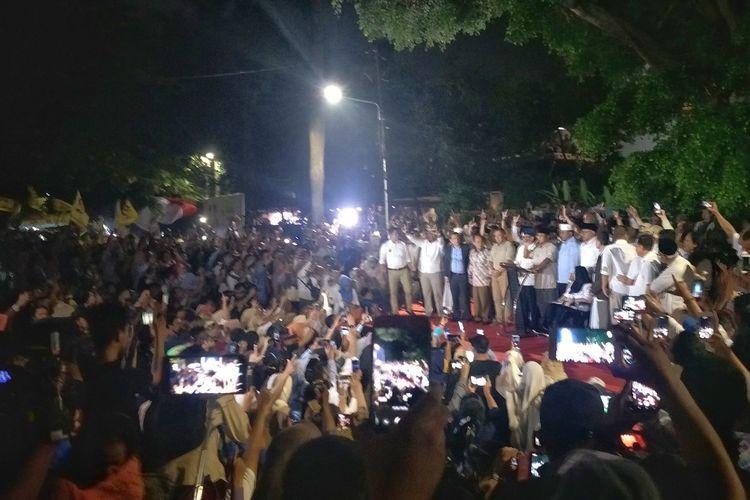 Calon presiden nomor urut 02 Prabowo Subianto saat memberikan keterangan pers di kediaman pribadinya, Jalan Kertanegara, Jakarta Selatan, Rabu (17/4/2019) malam.
