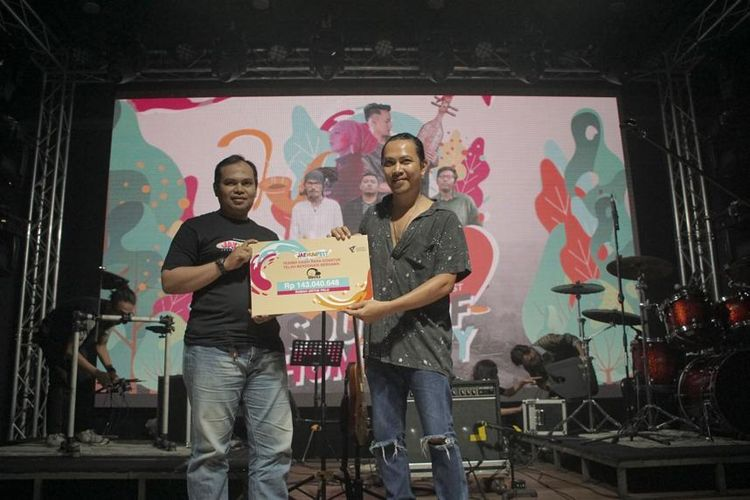 Band Navicula berkolaborasi dengan Dompet Dhuafa untuk menguatkan campaign Bangun 1.000 Rumah Untuk Palu. Hal tersebut bergulir sejak Desember lalu dan pada kesempatan manggung di Jakhumfest 2020, pihak Manajemen Dompet Dhuafa memberikan apresiasi terhadap band asal Bali tersebut.