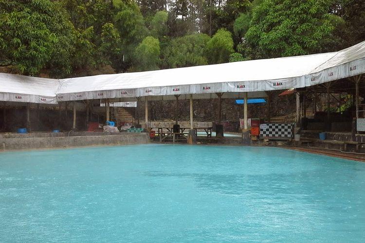 Pemandian Air Panas Tirta Buana Lebak lebih dikenal dengan nama Pemandian Air Panas Cipanas, salah satu tempat wisata di Lebak, Banten.