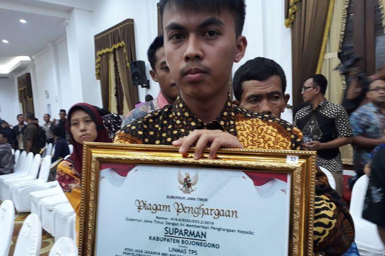 Ahmad Kurniawan, putra bungsu Suparman, petugas Linmas TPS di Bojonegoro yang meninggal dunia