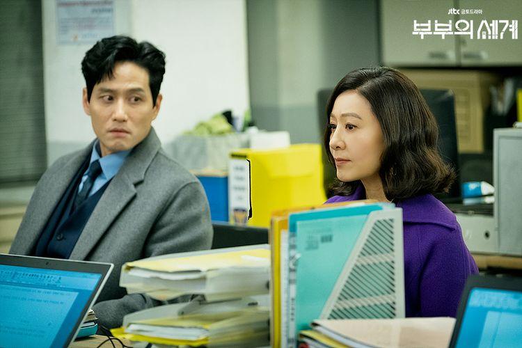 Lee Tae Oh dan Ji Sun Woo dalam drama The World of The Married