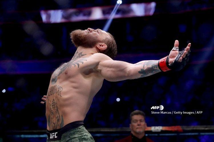 Petarung UFC, Conor McGregor, berpose sebelum duel kontra Donald Cerrone pada laga UFC246 di T-Mobile Arena, Las Vegas, Nevada, pada 18 Januari 2020.