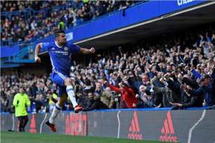 Diego Costa merayakan gol Chelsea ke gawang West Bromwich Albion pada partai lanjutan Premier League di Stadion Stamford Bridge, Minggu (12/11/2016).