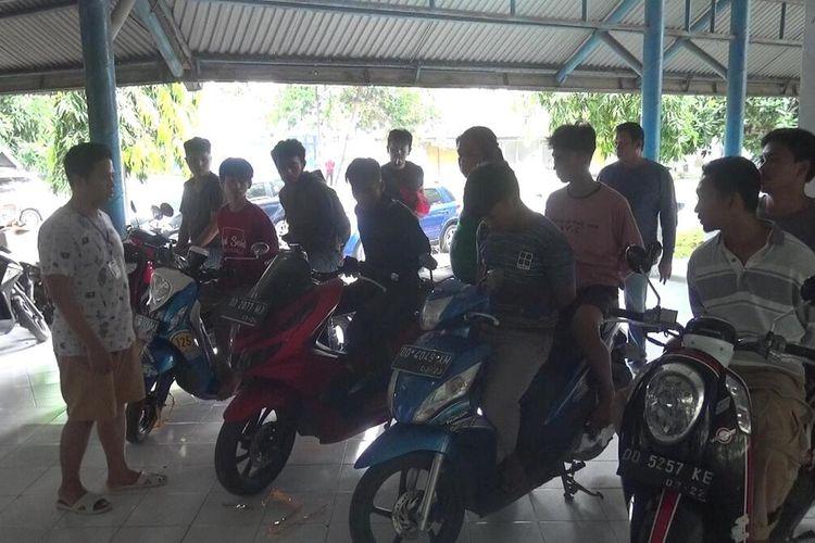 Tim Anti Bandit Reskrim Polres Gowa, Sulawesi Selatan berhasil membekuk sembilan anggota geng motor terkait pengeroyokan terhadap seorang pemuda hingga tewas. Jumat, (24/4/2020).