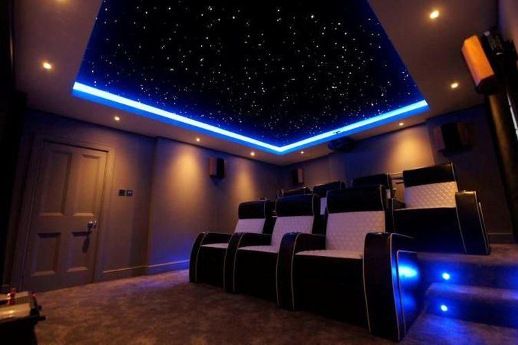 Ruang bioskop di rumah.
