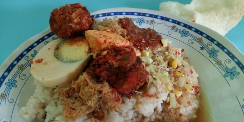 Sego Cawuk, kuliner khas Banyuwangi, Jawa Timur, yang biasanya dikonsumsi untuk sarapan.