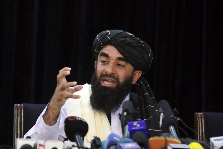 Juru bicara Taliban Zabihullah Mujahid berbicara dalam konferensi pers pertamanya di Kabul, Afghanistan, pada Selasa, 17 Agustus 2021. Dalam pernyataannya, Taliban berjanji akan menghormati hak perempuan, mengampuni yang pernah melawan mereka, hingga menjamin Afghanistan takkan menjadi markas teroris asing.