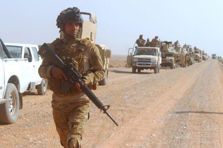 Tentara Irak bergerak menuju kota Rawa, di lembah Sungai Eufrat, Jumat (17/11/2017).