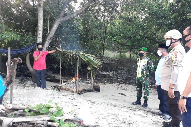 Seorang warga di Kota Palopo secara sukarela mengisolasi diri di hutan bakau untuk memutus mata rantai covid-19 setelah pulang dari Kota Makassar, Senin (27/04/2020)
