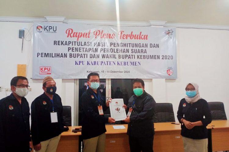Rapat pleno terbuka rekapitulasi hasil penghitungan suara dan penetapan perolehan suara di KPU Kebumen, Jawa Tengah, Selasa (15/12/2020) sore.