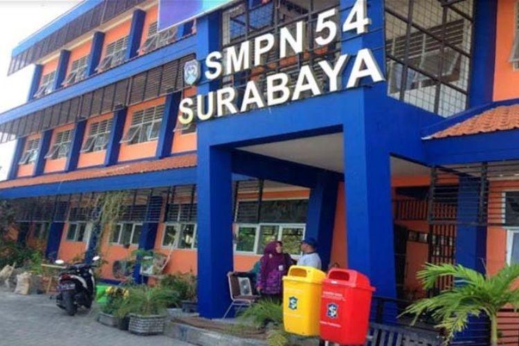 Suasana di SMPN 54 Surabaya, Jumat (27/4/2018) siang.