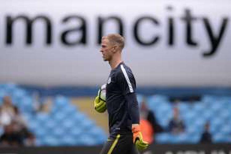 Joe Hart menjalani pemanasan dengan Manchester City menjelang partai kontra Sunderland pada ajang Premier League di Stadion Etihad, Sabtu (13/8/2016).