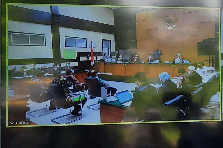 Pengadilan Negeri (PN) Jakarta Timurmelanjutkan sidang kasus kerumunan yang terjadi di Petamburan, Jakarta Pusat dan Megamendung, Puncak, Kabupaten Bogor dengan terdakwa Rizieq pada hari ini, Senin (19/4/2021).