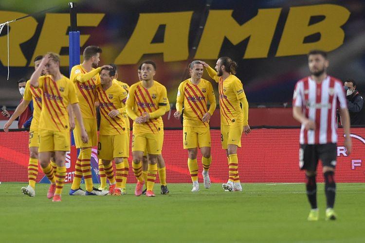 Para pemain Barcelona merayakan gol Antoine Griezmann di final Copa del Rey lawan Athletic Bilbao pada Minggu (18/4/2021) dini hari WIB.