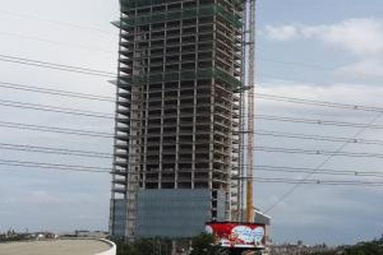 Proyek Prominence Office berada di area komersial perumahan Alam Sutera, Tangerang, Banten. Alam Sutera mengalokasikan dana senilai Rp 415 miliar untuk pembangunan gedung setinggi 30 lantai tersebut.