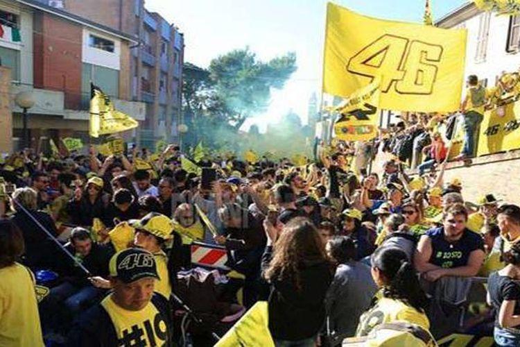 Ribuan fans Rossi di Italia