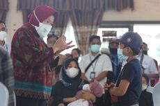 Ke Kalsel, Mensos Risma Serahkan Bantuan Rp 836 Juta untuk Anak-anak dan Wirausaha Terdampak Covid-19