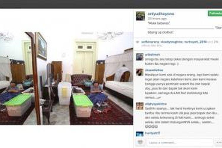 Sebuah foto dalam akun instagram aniyudhoyono yang sedang berkemas