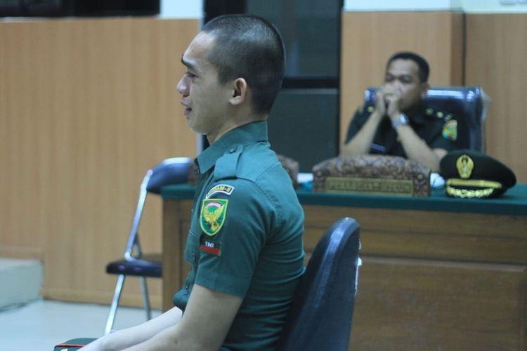 Prada DP terdakwa kasus pembunuhan serta mutilasi Fera Oktaria (21) saat menjalani sidang di Pengadilan Militer I-04 Palembang.