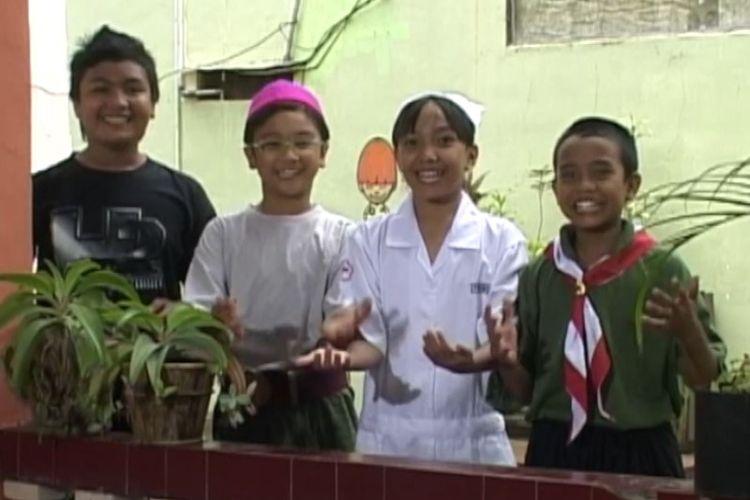Tangkapan layar program Belajar dari Rumah TVRI 28 April 2020 kelas 4-6 SD bertajuk Demam Puisi.