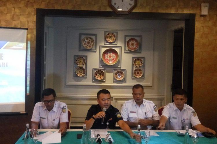 Jajaran direksi PT KAI Daop 1 Jakarta saat konferensi pers di Jakarta, Kamis (24/1/2019).