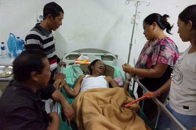 Ketua Pengawas Kecamatan Rendang, Karangasem,Bali, I Gede Artana (52) menjapani perawatan intensif di RSUD, Sanjiwani, Gianyar
