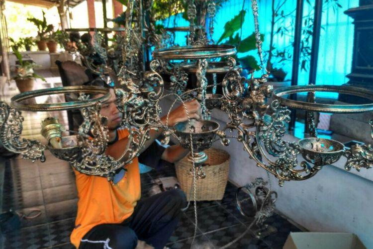 Kursi Kayu Bekas Jogja  lampu berbahan limbah dari yogyakarta ini tembus pasar asia
