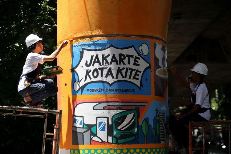 Siswa SMA dan SMK se-Jakarta melukis pilar-pilar Jalan Layang Non Tol Antasari, Jakarta Selatan, Minggu (11/3/2018). Tak kurang  dari 63 tiang dilukis melibatkan siswa-siswi dari berbagai sekolah menengah atas dan sekolah menengah kejuruan di Jakarta.