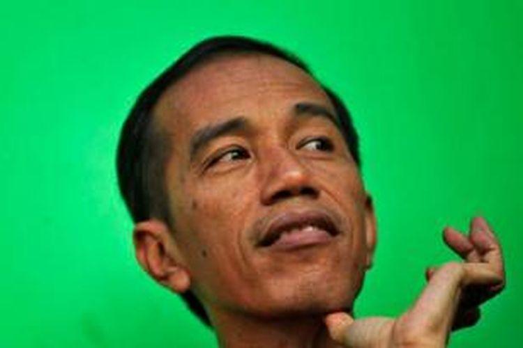 Gubernur DKI Jakarta, Joko Widodo ketika hadir untuk menemui tim Persija di Lapangan Banteng, Jakarta Pusat, Senin (25/3/2013).