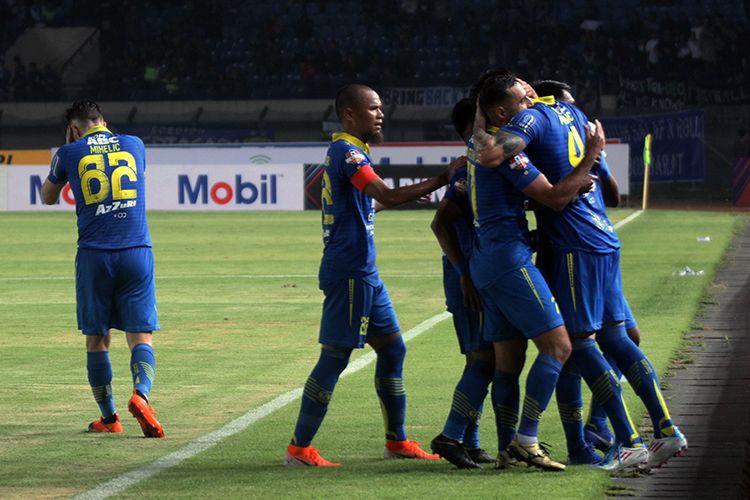 Tim Persib Bandung, saat merayakan gol ke gawang Tira-Persikabo. (KOMPAS.com/SEPTIAN NUGRAHA)