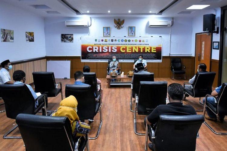 Bupati Luwu Utara Indah Putri Indriani, saat memimpin Rapat Kerja Percepatan Pelayanan di Masa Tanggap Darurat, Sabtu (1/8/2020), di Ruang Command Center.
