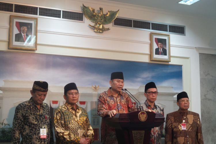 Ketua Umum Badan Koordinasi Mubalig se-Indonesia Dedy Ismatullah dan jajaran pengurus lain usai bertemu Presiden Joko Widodo, Senin (17/4/2017).